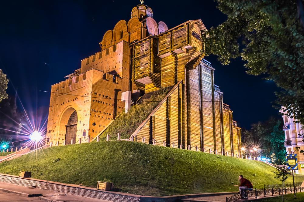 старались фото памятников киева ночью музее шпионской техники