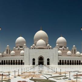 Абу-Даби: мечеть шейха и музей феррари, башни Этихад и сладости