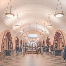 Станция метро «Площадь Революции»: архитектура и история