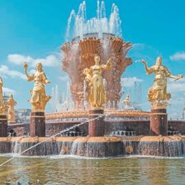 Фонтан «Дружба народов» на ВДНХ: скульптуры девушек, символы республик
