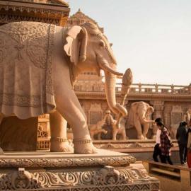 Дели: индуистские храмы, планетарий, Красный форт, Ворота Индии