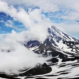 Камчатка: вулканы (сопки) и Долина гейзеров. Командорские острова