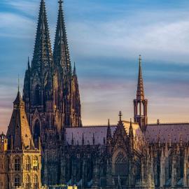 Кёльн: ратуша, Ворота Ханенторбург, Кёльнские огни, соборы и мосты