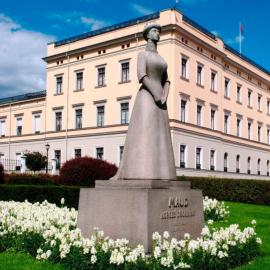 Осло: крепость Акерсхус, парки, Королевский дворец, ратуша, Крумкаке