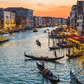 Венеция: площадь и собор Святого Марка, памятники, мосты, гондолы, маски